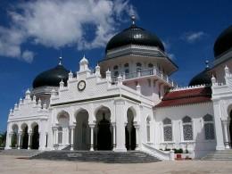 Raya Bayturrahman Mosque