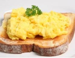 Healthier Scrambled Eggs on Toast