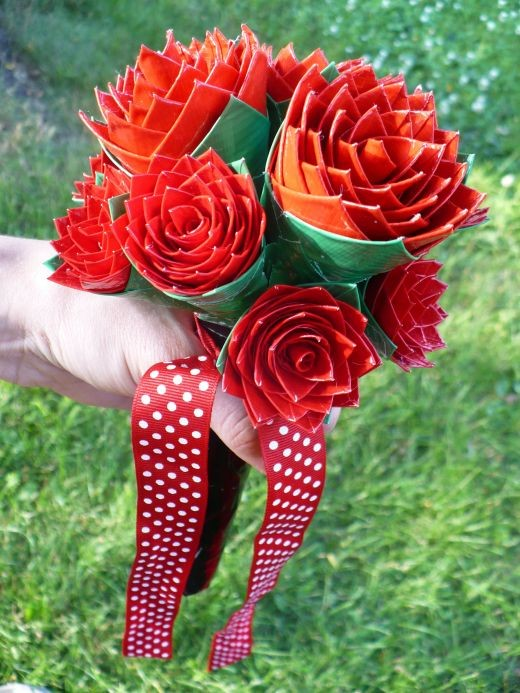 Flower craft tutorials:  How to make a duct tape rose wedding bouquet