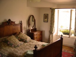 Les Trois Chenes Bed and Breakfast: Bedroom one, Videix,  Limousin