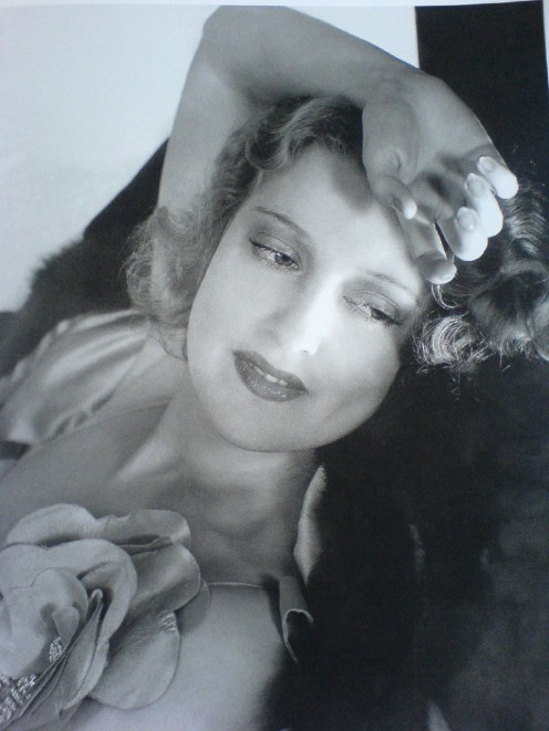 An example of Edward Steichen's glamor photography