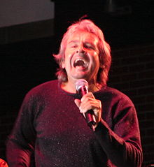 Davy Jones performing in 2006. Image rom Wikipedia,