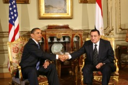 Obama shakes hands with Mubarak