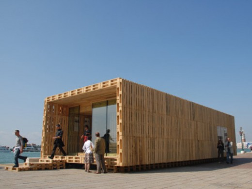 A wood pallet modular home!