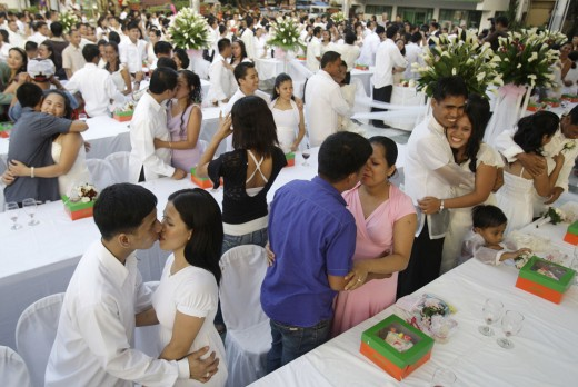 Mass weddings in Manila, Philipines on Valentine's Day.j