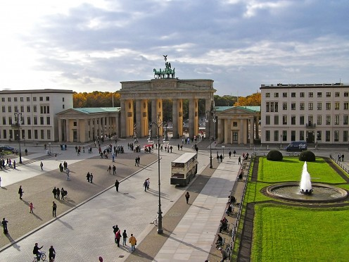 The Brandenburg Gate and the Pariser Platz, in 2005