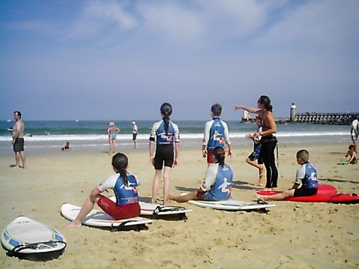 Children learning to surf in Capbreton