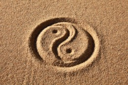 Yin & Yang in sand. Image:  Markus Mainka - Fotolia.com