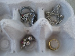 use egg cartons for your jewellery