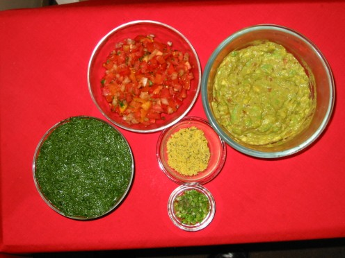 Spinach Pesto Guacomle and Tomato, Onion & Chili Salad