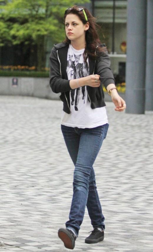 Kristen Stewart wearing Vans Authentic Black
