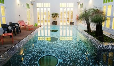 Pool with three glass holes at the bottom, acting as a skylight for the hotel's famous Majestic Restaurant. Image: New Majestic Hotel