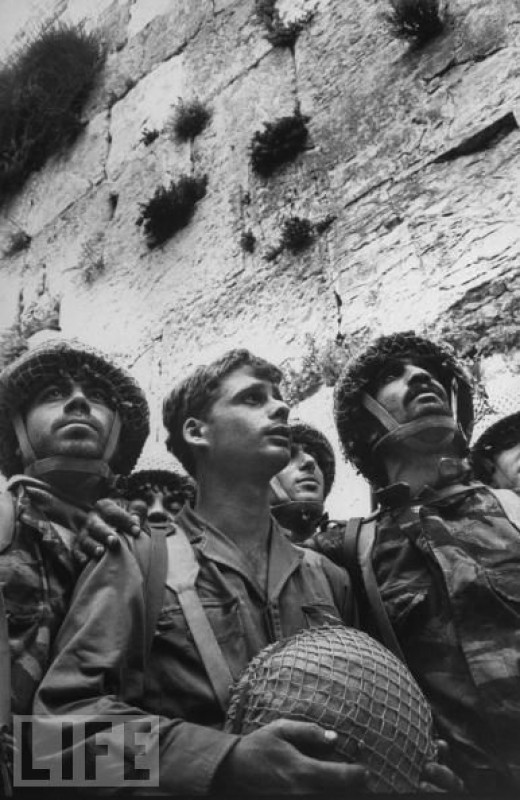 Israeli soldiers at the Wailing Wall