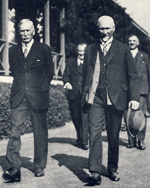 "Hertzog (left) and Smuts outside Parliament in Cape Town. Image from Lean ""One Man in his Time"""