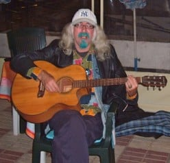 Real live music at Italia in Bocca Canary Islands restaurant in Tenerife. An impromptu gig by Bard of Ely