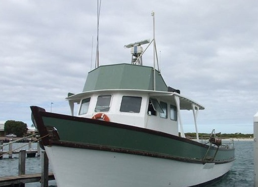 A boat similar in size to the whale watching boat