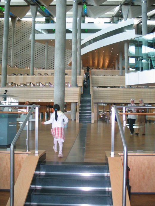 A child running up the steps. The scale of the building is about 160 m in circumference.