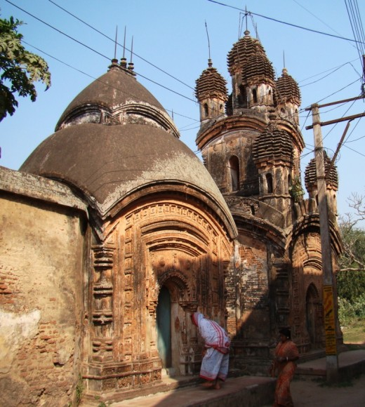 Twin Shiva temples, the front one is is Aatchala type, the rear one Navaratna type