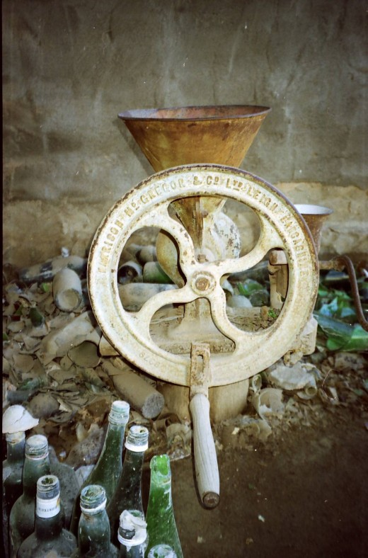 The grinder used to grind the glass bottles