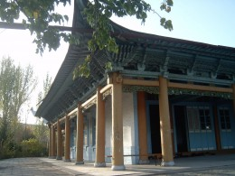 Old Chinese design influence in this  Mosque. The modern mosques were being built with abstact metal domes.