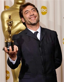 Javier with his oscar