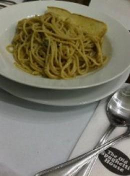 Aglio Oglio, olive oil and lots of garlic