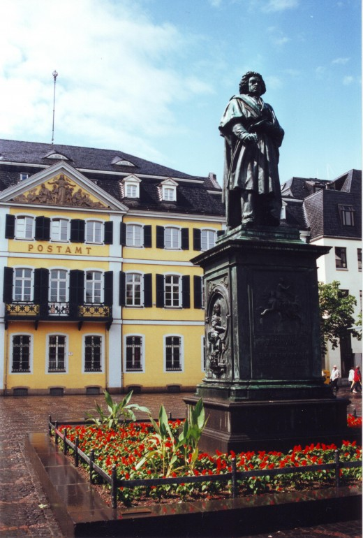 Marktplatz, Bonn, with Beethoven monument