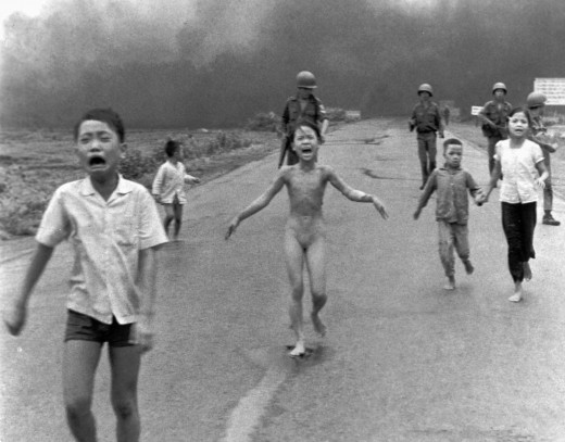 PULITZER PRIZE WINNING PHOTOGRAPH FROM THE VIETNAM WAR