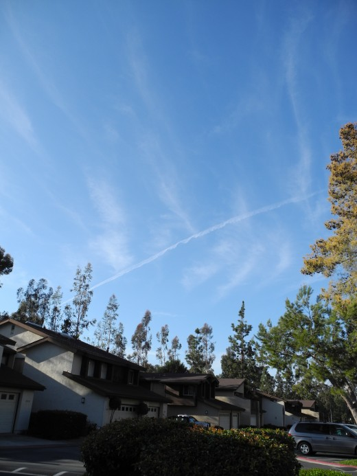 Etch a Sketch Skies with a Baking-Soda-Like Texture. Pencil thin chemtrail line surrounded by already forming Chemtrail Clouds.