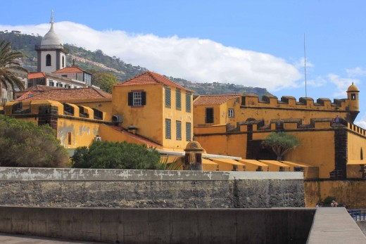 Sao Tiago Fort was built in 1614 to defend Funchal against pirates, and was later briefly occupied by 3500 British troops defending Funchal during the Napoleonic wars.