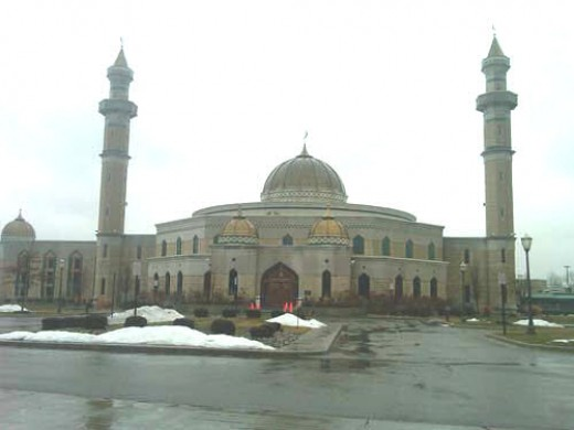 Enormous Mosque In Detroit.