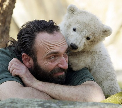 Knut and his keeper
