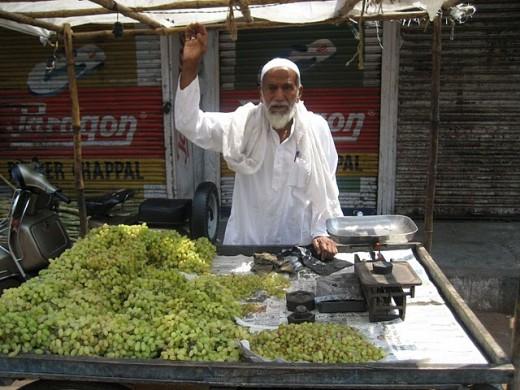 Grape seller in Delhi