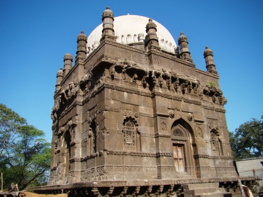 The tomb of grandfather of Chhatrapati Shivaji Maharaj in front of the Grishneswar temple