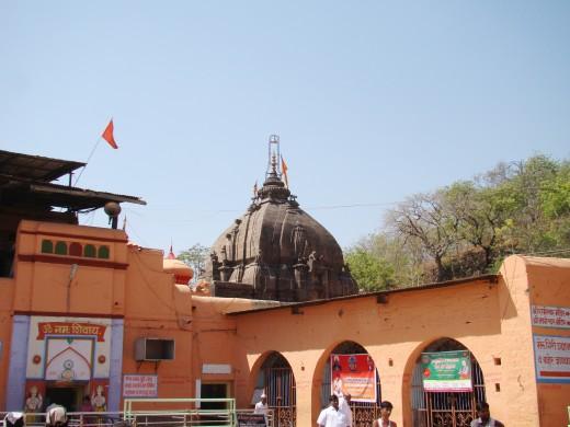 The top of the main temple of Parli Vaijnath Shiva.