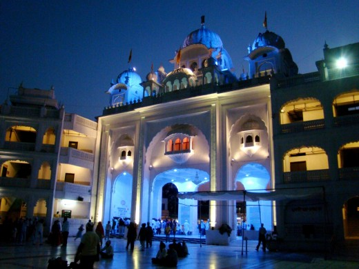 Gate of Takhat Sachkhand Sri Hazur Abchalnagar Sahib at night