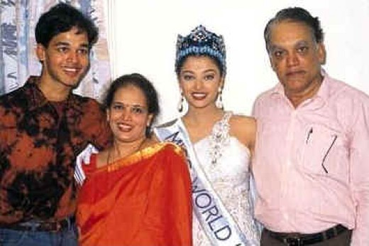 Aiswarya Rai with her family after winning miss world prize.