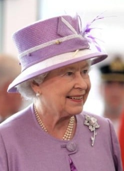 Williamson Pink diamond set in Queen Elizabeth's brooch