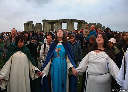 Jolly little human chaps lining up to go into  Ye Olde Druid Tea Shoppe, Stonehenge.