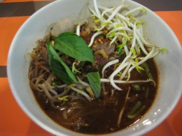 A bowl of beef and egg noodle