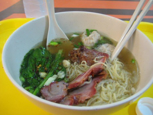 Hong Kong style egg noodle with wonton and roast pork