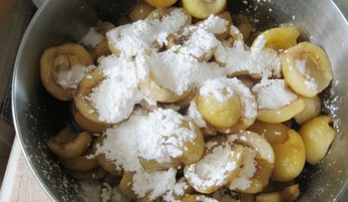 Add sugar and corn starch to the loquats.