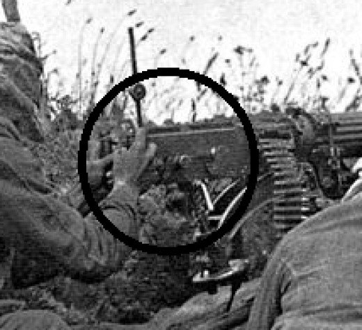 Firing Lever of Vickers circled, the reason for holding the grip in such a way