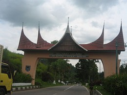 This is the welcome gate that you will see the time you come to Payakumbuh town from Bukittinggi town. It is located at the border of Payakumbuh town and Limo Pulueh Koto Regeancy.