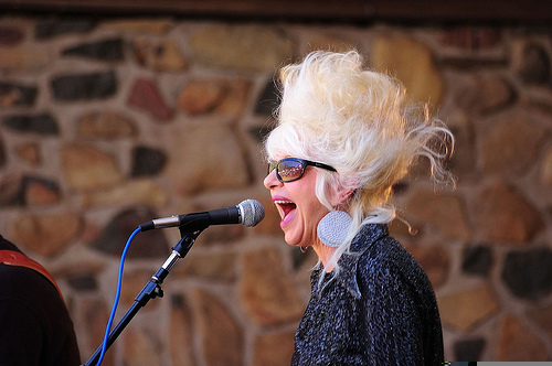 "Christine Ohlman ""The Beehive Queen"" on SNL"