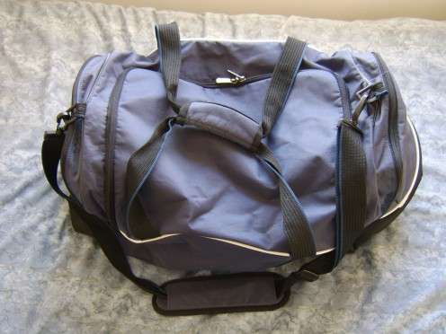 Traveling bag - or travelling bag? (Travel bag may be the simplest way of avoiding confusion...)