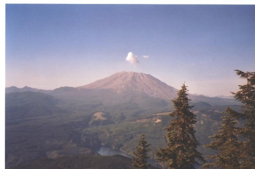 Mt. St. Helens shoots up a plume