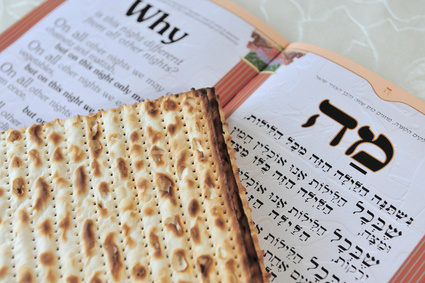 Traditional Matzo (Mazzah) sheets on a Passover Seder Table. Image:  chameleonseye.com - Fotolia.com