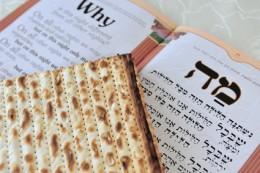 Traditional Matzo (Mazzah) sheets on a Passover Seder Table. Image:  chameleonseye.com - Fotolia.com