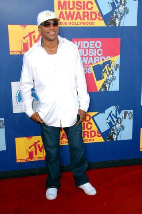 Solid white long sleeved shirt with dark jeans, a chain and solid white sneakers.   Classy but still LL Cool J 'gangster'.